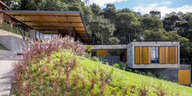 House in Santo Antônio do Pinhal / H+F Arquitetos, © Pedro Napolitano Prata