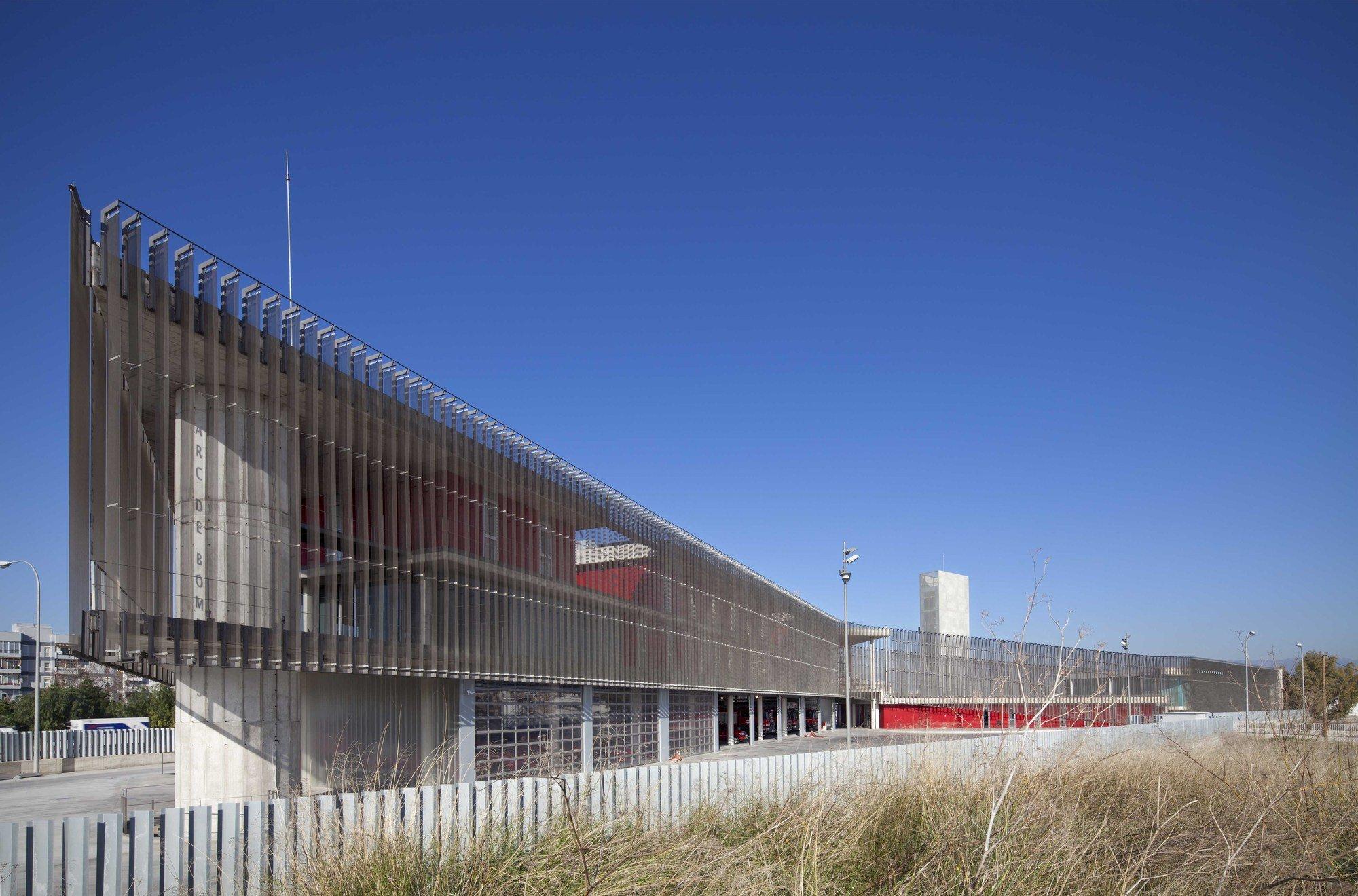 Gallery of firehouse of palma de mallorca jordi herrero arquitecto 31 - Arquitectos palma de mallorca ...