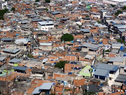 Complexo do Alemão no Rio de Janeiro. Image © Solène Veysseyre