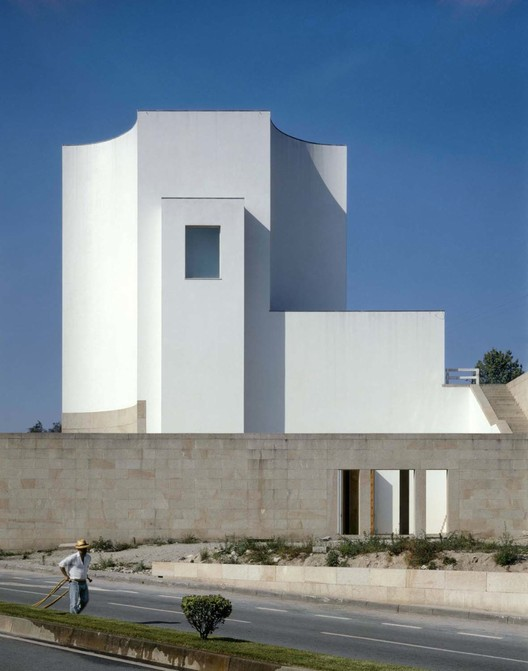 Church at Marco de Canaveses, Portugal / Alvaro Siza  © Duccio Malagamba