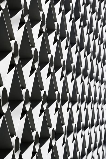 Steel grid detail © Leonardo Finotti