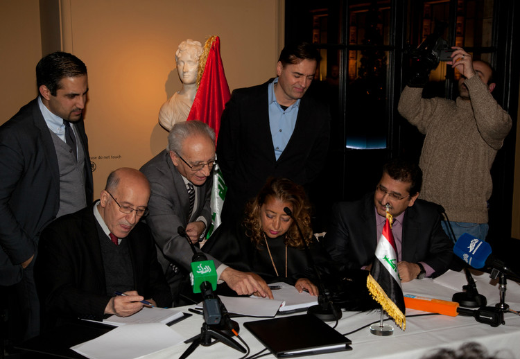 H.E. Dr Sinan Al-Shabibi, Governor of the Central Bank of Iraq and Zaha Hadid sign the argreement assisted by Mr Noaman Muna CBI Headquaters Project Manager - Courtesy of Zaha Hadid Architects