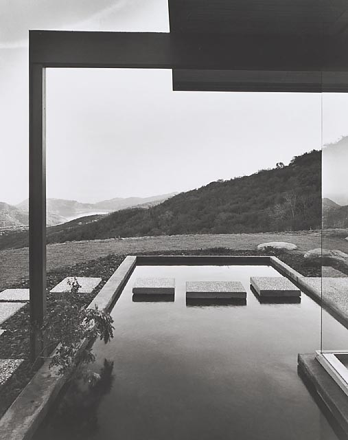 Singleton House, 1960 Los Angeles, CA  / Richard Neutra, architect   © Julius Shulman