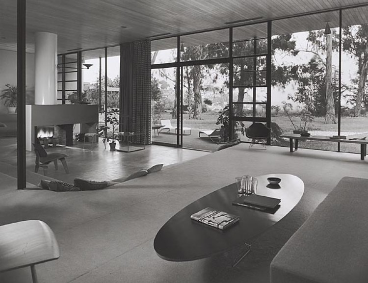 Case Study House #9 / Entenza House, 1950 Pacific Palisades, CA / Eames & Saarinen, architects  © Julius Shulman