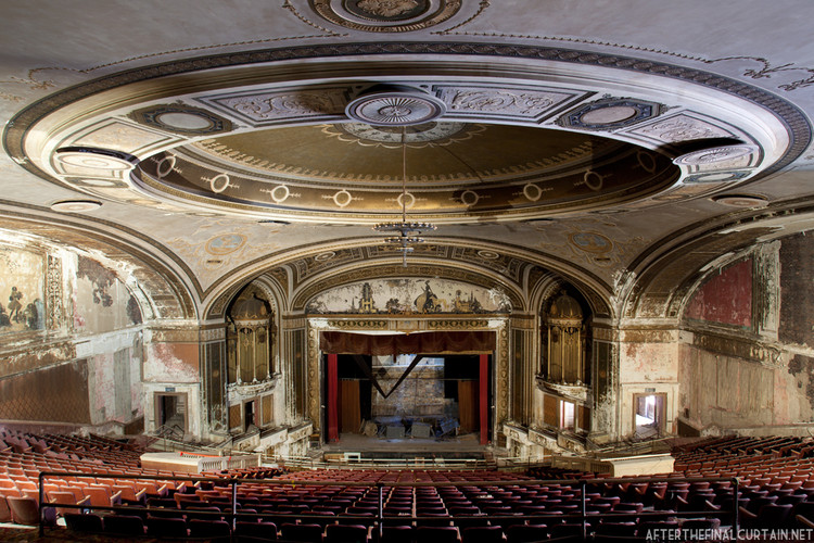 Loews Palace Theater © Matt Lambros
