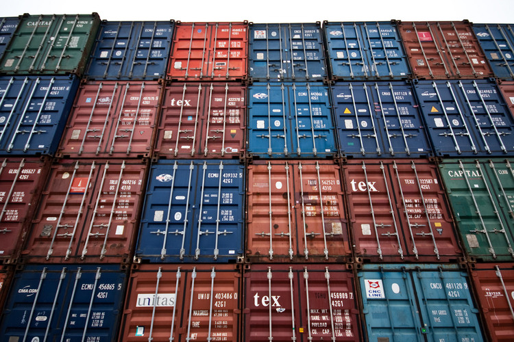 the pros and cons of cargo container architecture | archdaily