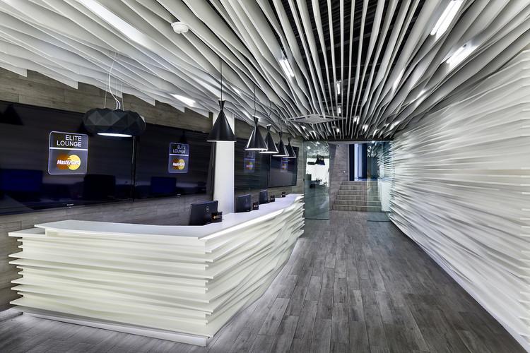 sala de espera master card    arquitectura en movimiento