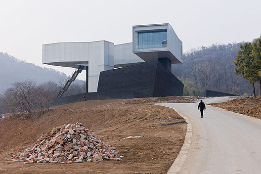 Nanjing Sifang Art Museum by Steven Holl Architects © Iwan Baan
