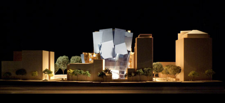 West elevation, model scale: 1-to-100 / Gehry Partners, LLP