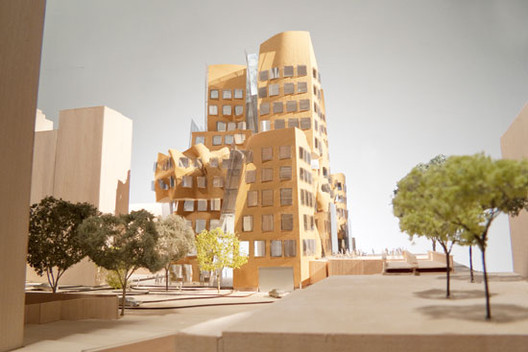 View north along Ultimo Pedestrian Network, model scale: 1-to-100 / Gehry Partners, LLP