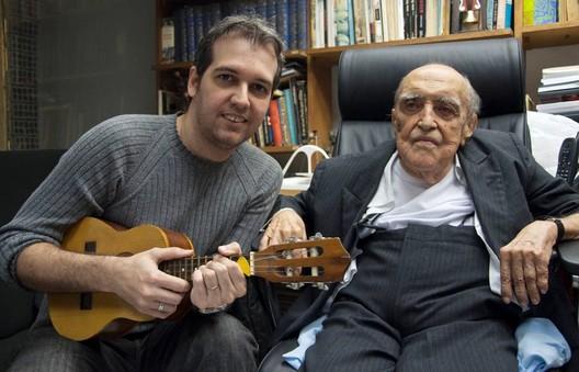 Artist Edu Krieger and Oscar Niemeyer