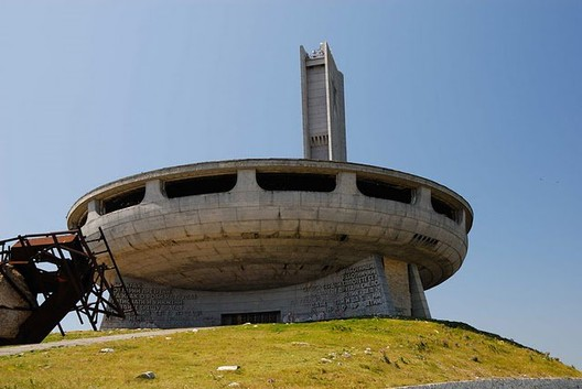 artificialowl.net/2008/12/buzludzha-abandoned-communist-concrete.html