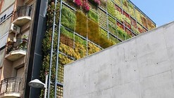New Green Wall / Jose Maria Chofre