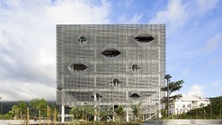 Biblioteca de Mídias St Paul / Peripheriques Architectes