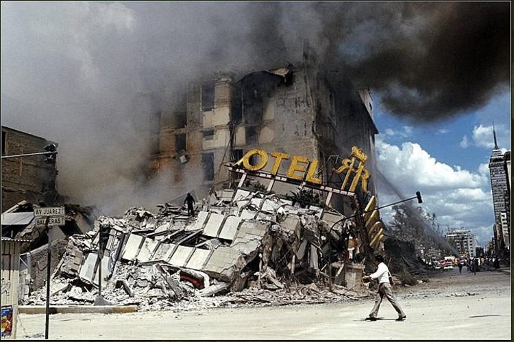 via laprimerplana.com.mx. ImageHotel Regis en ruinas, hoy Plaza de la Solidaridad