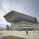 Biblioteca y centro de aprendizaje de la Universidad de Economía en Viena. Image © Roland Halbe