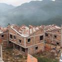 Novas casas em construção em Jintai após o terremoto de 2008. Imagem © Rural Urban Framework (RUF)