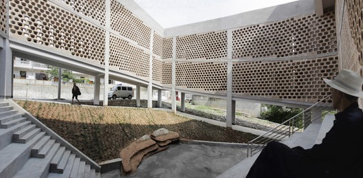 The courtyard community space in the interior of Andong Village's charitable hospital.. Image © Rural Urban Framework (RUF)