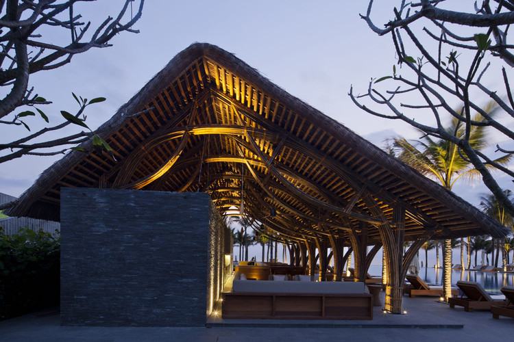 Bar de Playa Naman Retreat / Vo Trong Nghia Architects, © Hiroyuki Oki