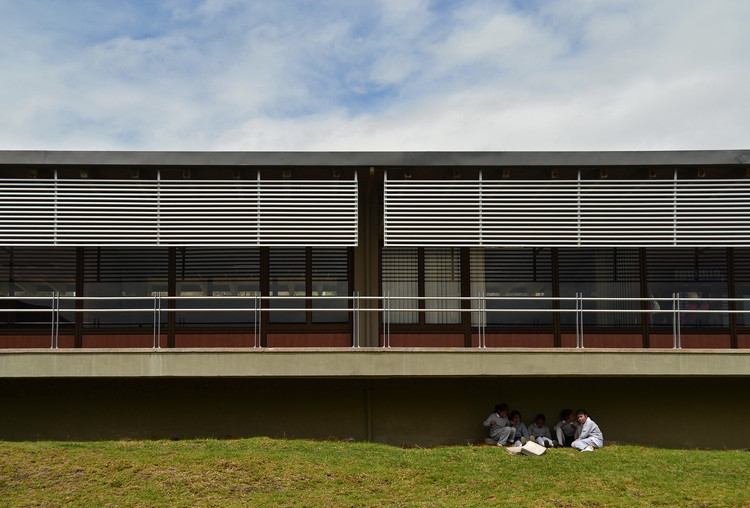 [11] Escuela del Milenio Paiguara, DURÁN & HERMIDA Arquitectos Asociados, Gualaceo, 2014, Primera Mención Nacional en la categoría de diseño arquitectónico BAQ 2014. Image © Manuel Pichizaca