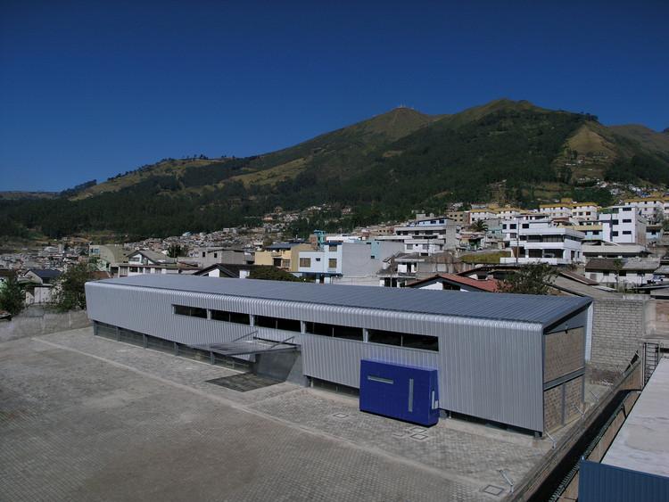 [8] Archivo pasivo del Hospital Metropolitano, Andrés Núñez, Quito, 2004. Image © Andrés Núñez