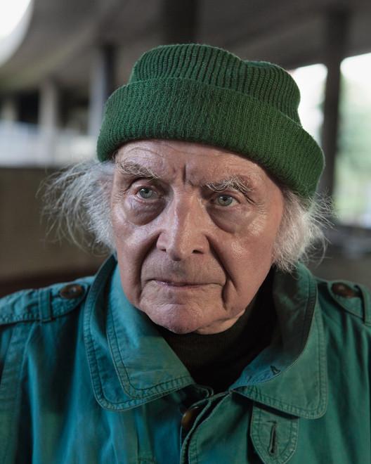 José, 89 ans, Puteaux-La Défense, 2012. Image ©  Laurent Kronental