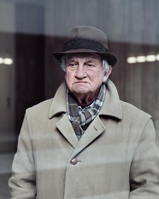 Alain, 80 ans, Les Damiers, Courbevoie, 2013. Image ©  Laurent Kronental