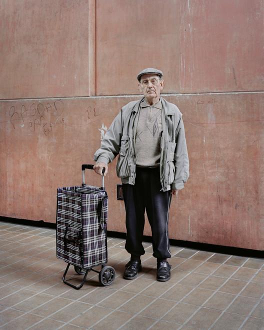 Jean-Claude, 82 ans, Les Espaces d'Abraxas, Noisy-le-Grand, 2014. Image ©  Laurent Kronental