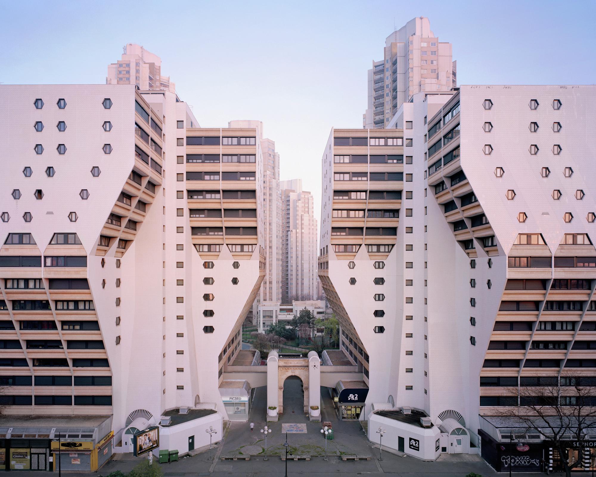 Gallery of a utopian dream stood still ricardo bofill 39 s for Architecture noisy le grand