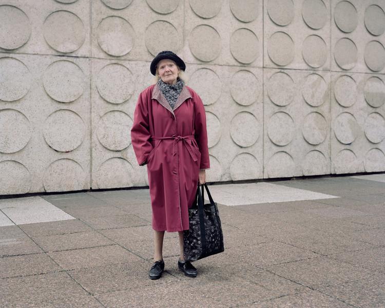 Paulette, 83 ans, Les Damiers, Courbevoie, 2015. Image ©  Laurent Kronental