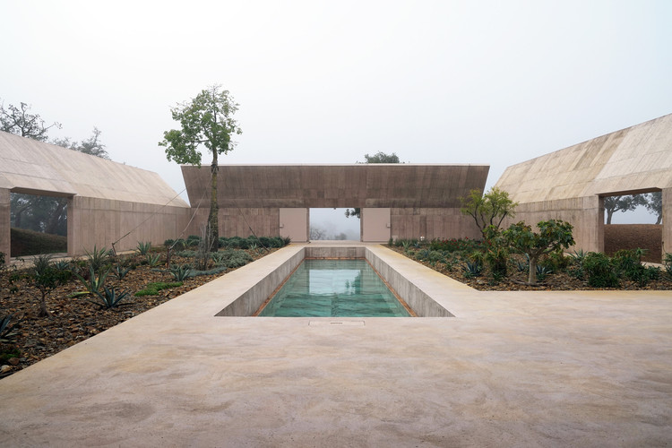 The Apple and the Leaf: On How in Architecture There Are No Indisputable Truths, Villa Além / Valerio Olgiati. Image © Archive Olgiati