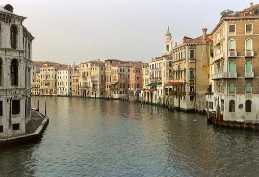 Veneza, Itália. Image ©  Arian Zwegers, via Flickr. CC