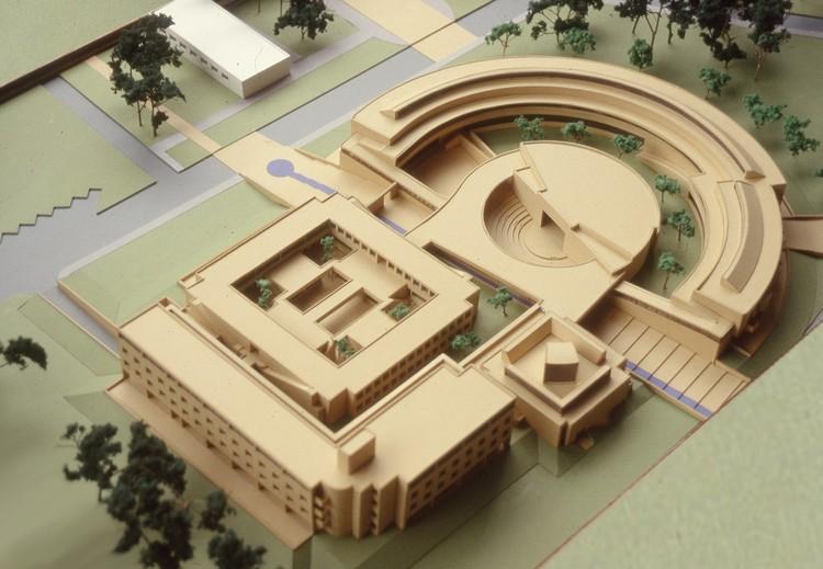 Figura 10. Maqueta de la Facultad de Enfermería de la Universidad Nacional de Colombia (1997). Image © Fundación Rogelio Salmona