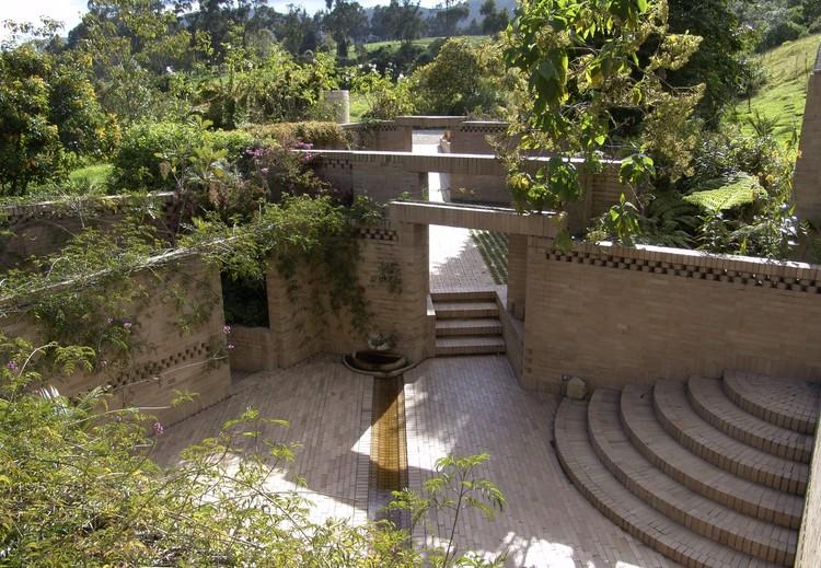 Figura 11. Casa en Río Frío (Tabio, Colombia). Image © Fundación Rogelio Salmona