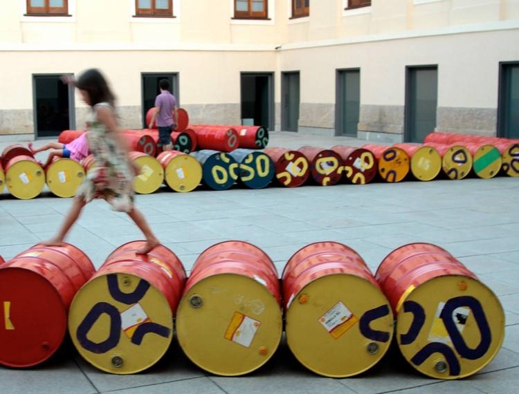 Jardín de tambores en Casa Daros / Basurama, Cortesía de Basurama