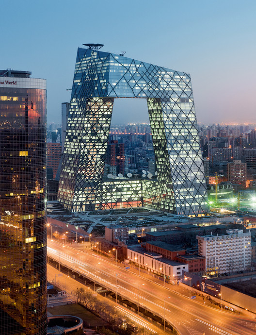 Canal de televisión y sede de la CCTV, 2002-2012, Pekín (China) CCTV Television Station and Headquarters, 2002-2012, Beijing (China)  © Iwan Baan. Image Cortesía de Arquitectura Viva