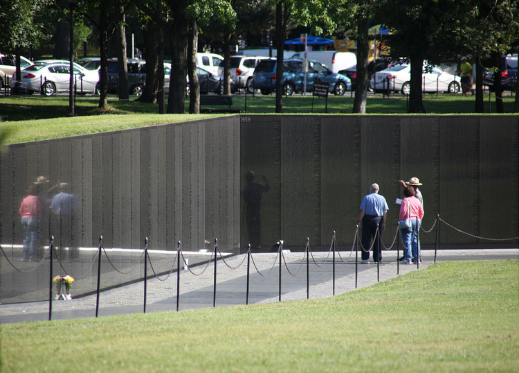 Spotlight: Maya Lin, Vietnam Veteran's Memorial. Image © <a href='https://www.flickr.com/photos/timevanson/8017951874'>Flickr user Tim Evanson</a> licensed under <a href='https://creativecommons.org/licenses/by-sa/2.0/'>CC BY-SA 2.0</a>