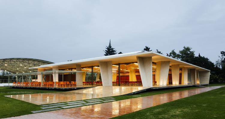 Cafetería del Colegio Los Nogales / Daniel Bonilla Arquitectos. Image © Rodrigo Dávila