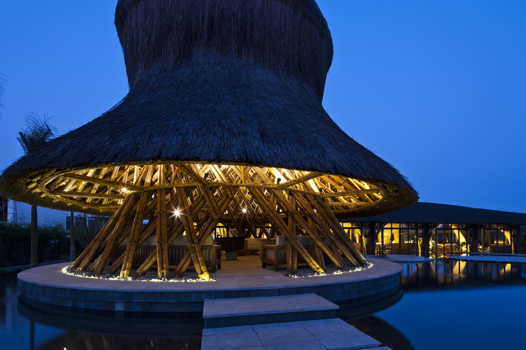 Restaurante y Bar Hay Hay / Vo Trong Nghia Architects, © Hiroyuki Oki