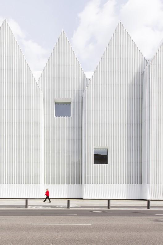 Fotógrafo: Laurian Ghinitoiu / Arquitecto: Estudio Barozzi & Veiga