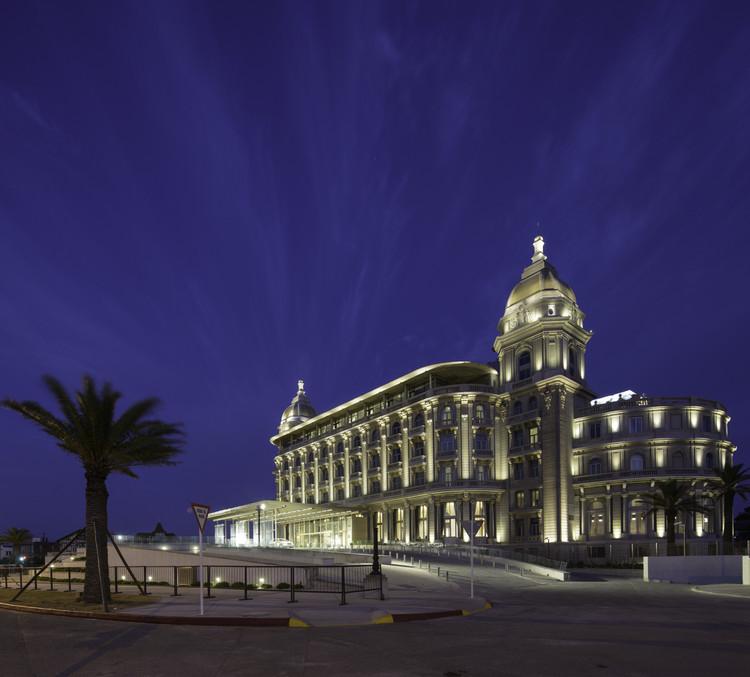 Hotel Casino Carrasco. Image © Jimmy Baikovicius bajo licencia CC BY 2.0