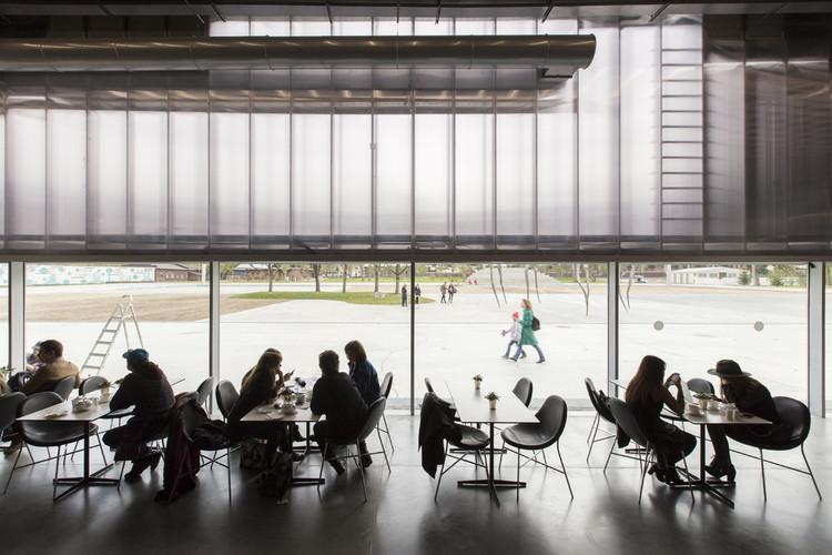 Garage, Museo de Arte Contemporáneo / OMA. Imagen © Laurian Ghinitoiu