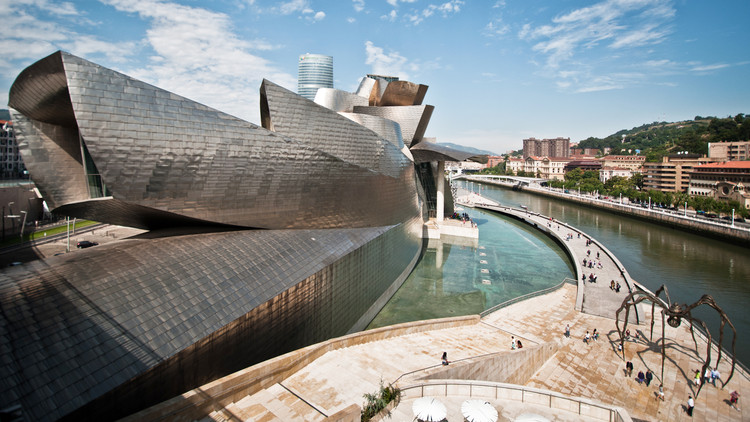 Monocle 24 Reports From Bilbao to Explore Issues Facing City Leaders, Guggenheim Bilbao / Frank Gehry. Image © Andrea Ciambra