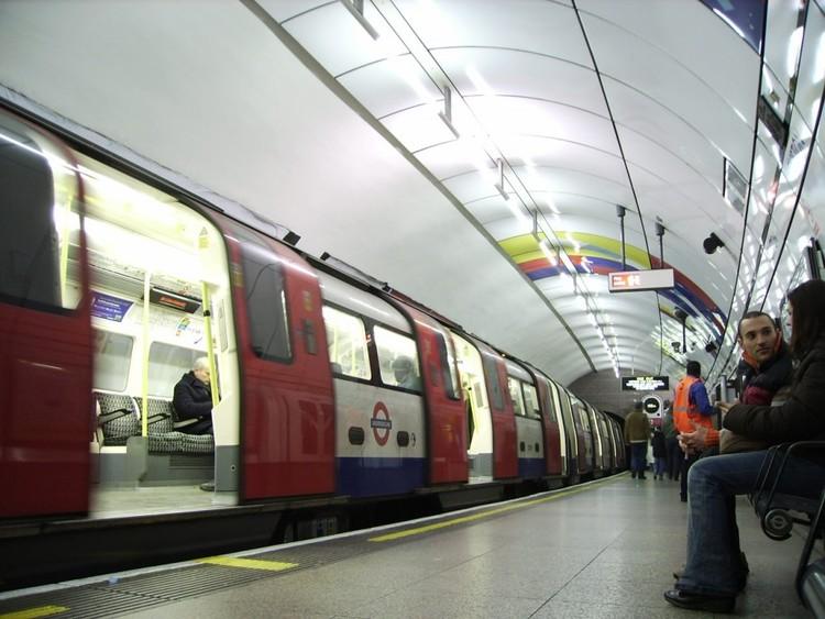 Metro de Londres, Reino Unido. Image © J-Cornelius, vía Flickr