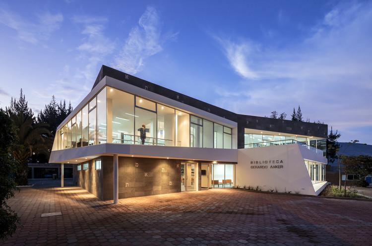 [30] Biblioteca Gerardo Anker, L + A Arquitectos, Colegio Einstein, Quito, 2013 . Image © Sebastián Crespo