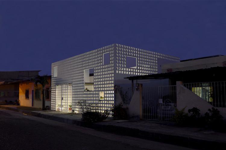 [24] Casa Infinita, Natura Futura Arquitectura (José Fernando Gómez), Babahoyo, 2014. Image © Sebastián Crespo