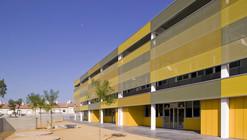 """Escola de Educação Primária """"Puig de les Cadiretes"""" / Valor - Llimos"""