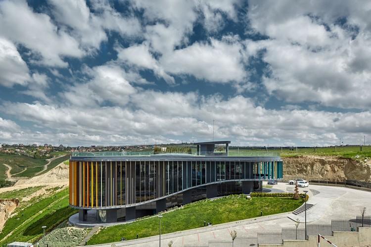 Oficina de Ventas y Sala Piloto ONS İncek / Yazgan Design Architecture, © Yunus Özkazanç