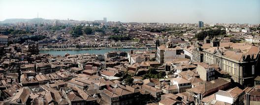 Panorâmica da cidade do Porto, Portugal. Image © Antonio López, via Flickr. CC