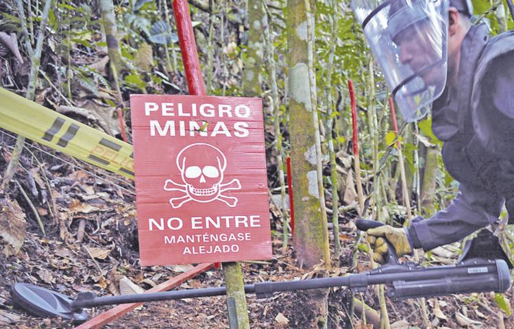 Proceso de desminado en El Orejón - Antioquia. Image vía twitter @LAFmNoticias